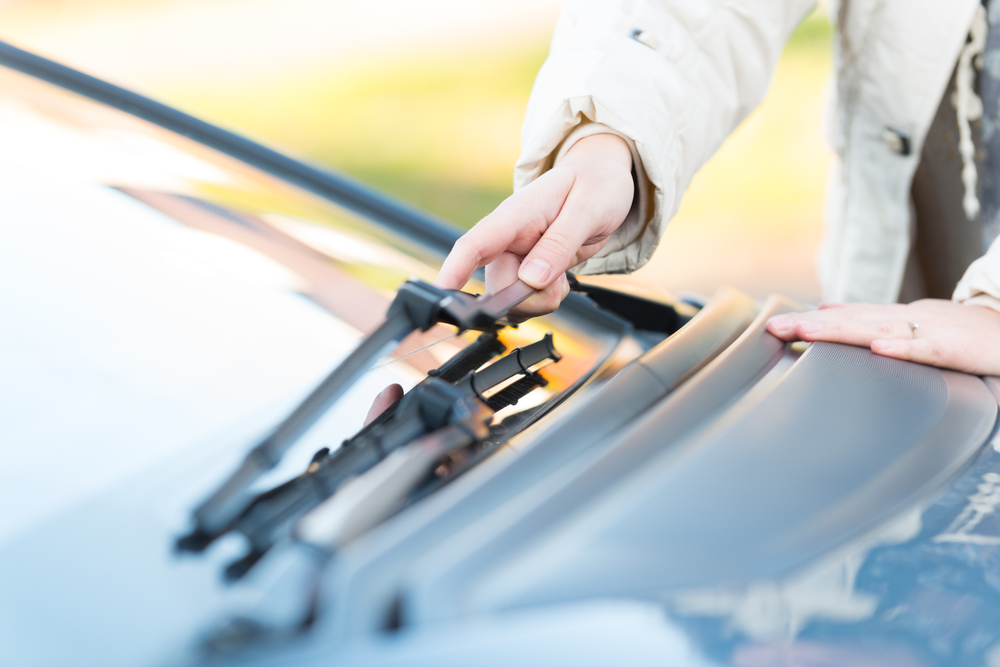 cleaning wiper blades