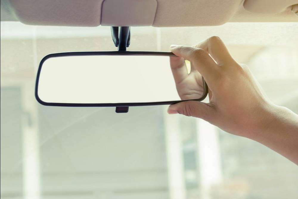 How To Fix Rear View Mirror >> Symptoms Of A Bad Or Failing Rearview Mirror Yourmechanic Advice
