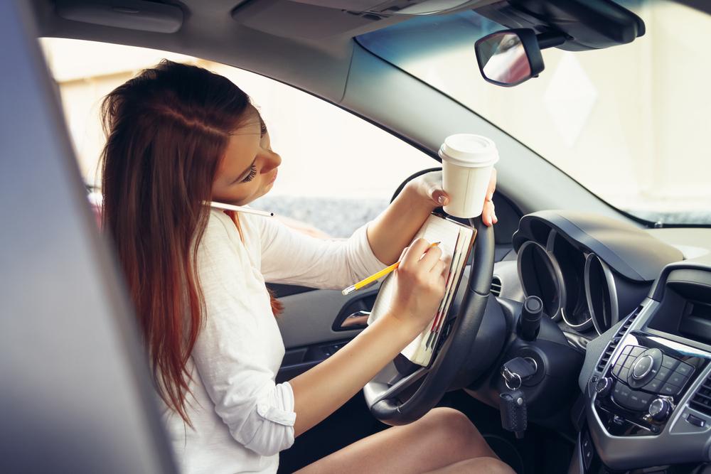 Bilderesultat for checking facebook while driving gifs